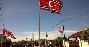 Bendera bulan bintang berkibar di kawasan Lamteumen, Banda Aceh (Salman/Okezone)