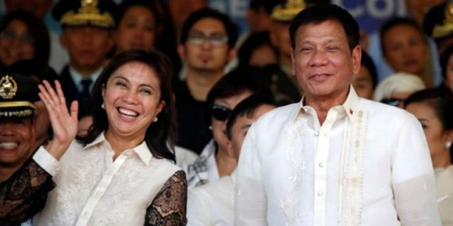 Presiden Filipina Rodrigo Duterte (kanan) bersama Wakil Presiden Leni Robredo