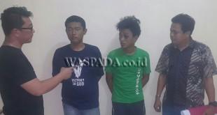 Panit I Reskrim Polsek Medan Sunggal, Ipda Philip Antonio Purba SH (kiri) didampingi penyidik pembantu Reskrim sedang menginterogasi tersangka perampok Hp. (WOL. Photo/gacok)