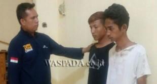 Penyidik Reskrim Polsek Medan Sunggal sedang mengintrogasi spesialis pencopet menumpang bus.(WOL. Photo/gacok)