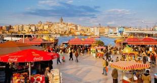 Kuliner Jalanan di Spice Bazaar Istanbul (foto: UIG via Getty Images)