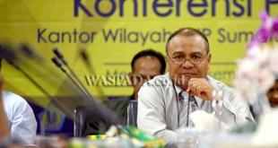 Kakanwil DJP Sumut I, Mukhtar, memberikan keterangan kepada wartawan terkait rencana penyanderaan terhadap penunggak pajak, Medan, Kamis (1/12). Kantor Wilayah (Kanwil) Direktorat Jenderal Pajak (DJP) Sumatera Utara I, akan segera melakukan penyanderaan (gijzeling) terhadap beberapa Wajib Pajak (WP) yang memiliki tunggakan besar di bulan Desember. (WOL Photo/Ega Ibra)