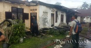 Tiga rumah dijadikan tempat kos-kosan terbakar. (WOL. Photo/gacok)