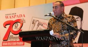 Pangkostrad Letjen TNI Edy Rahmayadi mewakili sambutan penerima penghargaan Tokoh Waspada 2016 di Hotel Aryaduta Medan, Sabtu (21/1) malam.(WOL Photo)