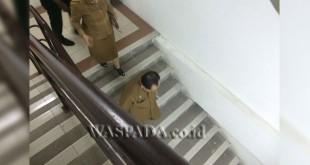Sekwan DPRD Medan terpilih, Abd Azis, kunjungi setiap ruangan di kantor dewan.(WOL Photo/muhammad rizki)