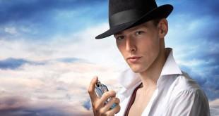 Pria pakai parfum dengan benar agar wanginya tahan lama (foto: shutterstock)