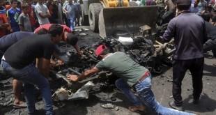 Mobil yang digunakan pelaku bom bunuh diri di pasar kota Sadr, Baghdad | Foto: AP/ Al Jazeera