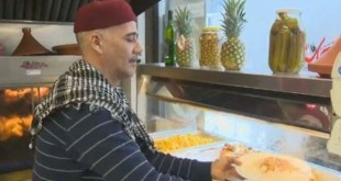 Koki March Ferdous, Abdelkader Bejaoui, tengah memasak makanan (Foto: CTV Montreal)