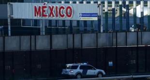 Penjaga perbatasan berpatroli di tembok yang perbatasan AS-Meksiko di San Ysidro, California. (Foto: Reuters)