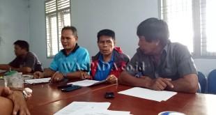 Ketua Tim Penjaringan Sumardi bersama jajaran Panitia RALB memberikan keterangan, Rabu (8/2). (WOL Photo)