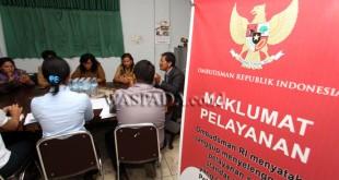 Sejumlah guru agama Kristen menemui Kepala Perwakilan Ombudsman Republik Indonesia Perwakilan Sumatera Utara (Sumut), Abyadi Siregar saat melaporkan kasus dugaan pungli, Medan, Senin (27/2). Mereka melaporkan kasus dugaan pungli dana sertifikasi guru yang dilakukan seorang oknum PNS di jajaran kantor Kementerian Agama Medan. (WOL Photo/Ega Ibra)