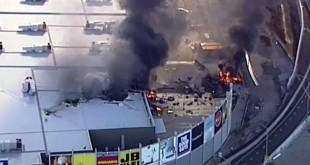 Satu pesawat ringan menabrak gedung di dekat Bandar Udara Essendon di Melbourne pada Selasa, dan mengakibatkan ledakan besar. (sumber: detik)