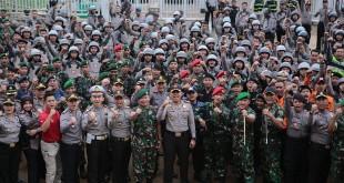 Polri bersama TNI berpose usai apel di Bogor (Putra RA/Okezone)