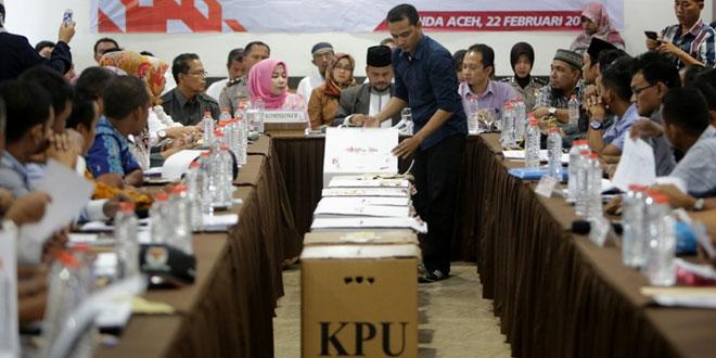 Rapat pleno rekapitulasi suara Pilkada di Kota Banda Aceh (Irwansyah/Antara)