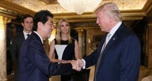 Perjumpaan pertama Abe dan Trump. (Foto: Reuters)