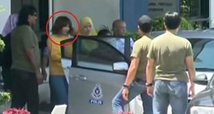 Siti Aishah dibawa polisi Malaysia. (©REUTERS)