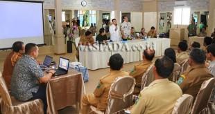 Bupati Simalungun JR Saragih bersama Bank BNI 46 memberikan penjelasan perihal peningkatan perekonomian di Kabupaten Simalungun, Jumat (24/2). (WOL Photo)