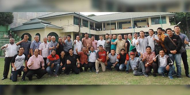 PARA Pengurus dan Klub PSMS diabadikan bersama usai menggelar rapat di Sekretariat PSMS, Medan, (9/2). (Waspada)