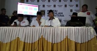 Calon gubernur DKI Jakarta, Anies Baswedan saat konferensi pers di DPP PKS, Jalan TB Simatupang, Jakarta Selatan. (Foto: Ferio/Okezone)