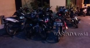 Sedikitnya 19 unit sepeda motor diamankan dalam razia dan hunting yang digelar Polsek Medan Sunggal, Minggu (19/2). (WOL Photo/Gacok)