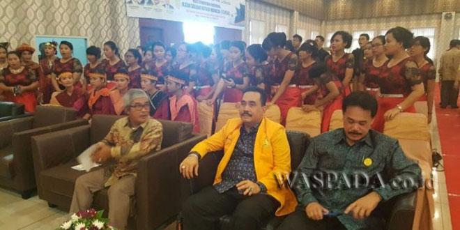 Ketua DPD ISKA Sumut, Hendrik Sitompul (tengah) saat berlangsung Munas ISKA di Medan Sumut. WOL Photo