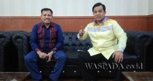 Ketua Fraksi Hanura DPRD Medan, Landen Marbun (kiri) dan Ketua Frakasi Partai Demokrat DPRD Medan, Herry Zulkarnain (kanan)