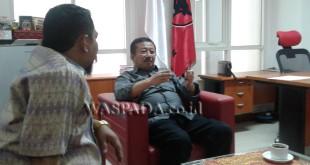 Kiri : Ketua PKNU Sumut Muhammad Ikhyar Velayati Harahap sedang diskusi mengenai polemik pemilihan wagubsu bersama Ketua Bappilu (Ketua Bidang Pemenangan Pemilu.DPP PDIP Drs. H. Bambang Dwi Hartono, M.Pd ( Kanan) di Kantor DPP PDIP di Jalan Diponegoro, Jakarta Pusat. WOL Photo