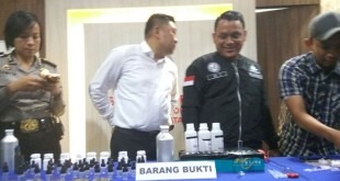 Polres Jaksel tunjukkan bukti liquid vape ganja (Foto: Badriyanto)
