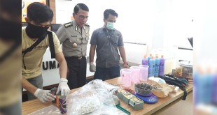 Mabes Polri menggelar rilis pegungkapan kasus bom panci. (Dara P/Okezone)