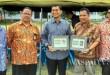 Bupati Simalungun JR Saragih bersama Pos Indonesia di Perdagangan, Kabupaten Simalungun, Sumatera Utara, belum lama ini. (WOL Photo)
