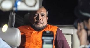 Hakim MK Patrialis Akbar saat di KPK (Antara)