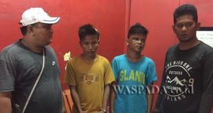 Dua personel Reskrim Polsek Medan Sunggal mengapit dua pelajar pencuri tabung gas. (WOL. Photo/gacok).