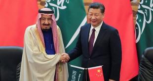 Raja Arab Saudi, Salman bin Abdulaziz Al Saud dan Presiden China, Xi Jinping. (Foto: Reuters)