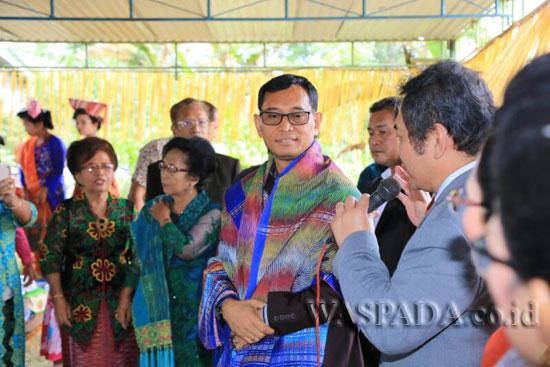 Bupati Simalungun JR Saragih menghadiri peresmian sekaligus ulang tahun ke-27 GKPS Kerpanus Purba di Kelurahan Baringin, Pematang Raya, Kabupaten Simalungun, Sumatera Utara, Minggu (16/4). (WOL Photo)