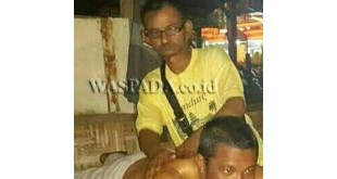 "Pak Tile ""Raja"" kusuk (foto semasa hidup) tewas posisi telungkup depan Warkop Tengku dekat Mako Polsek Medan Baru. (WOL. Photo/gacok)"