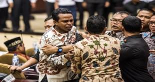 Para senator bersitegang saat rapat paripurna DPD di Gedung Parlemen RI (Antara)