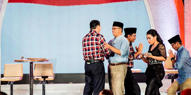 Anies-Sandi dan Ahok-Djarot dalam debat putaran dua Pilkada DKI. Foto Antara/Agung Rajasa