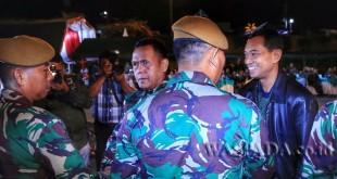 Bupati Simalungun JR Saragih membuka Apel Dansat Kodam I/BB 2017 TA 2017 di Pantai Bebas, Parapat, Kabupaten Simalungun, Sumatera Utara, Jumat (21/4). (WOL Photo)