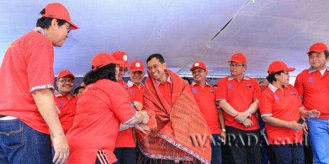 Bupati Simalungun JR Saragih hadir di perayaan Paskah Evangelical Mission (UEM) di Pantai Bebas, Parapat, Kabupaten Simalungun, Sumatera Utara, Senin (17/4). (WOL Photo)