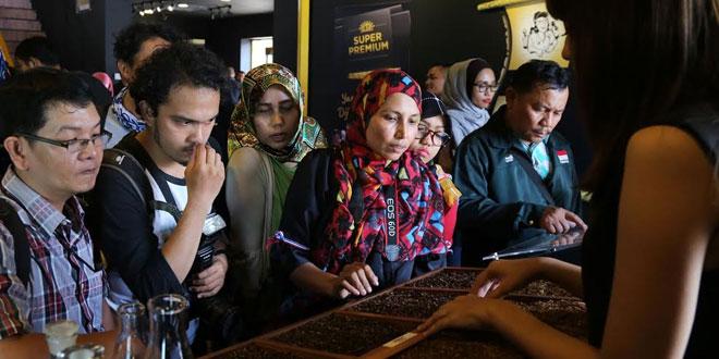 Aktivitas yang dipersembahkan di booth Mahakarya Indonesia untuk memanjakan panca indera para pengunjung. Mereka dapat langsung melihat, menyentuh dan mencium beberapa rempah-rempah Mahakarya Indonesia terbaik dan yang merupakan rempah pilihan berkualitas.(foto: ist)