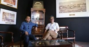 Para pembicara di sesi bincang-bincang Mahakarya Indonesia, Renaldo Ratman dari Kilau Indonesia (Ki) dan Toni Wahid selaku pakar kopi (Ka)/foto: istimewa