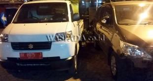 Kedua mobil laka lantas diamankan di Mako Polsek Medan Baru. (WOL Photo/gacok)