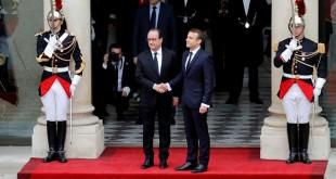 Foto Emmanuel Macron ketika tiba di Istana Kepresidenan Prancis dan ia disambut langsung oleh Francois Hollande (Foto: Reuters)