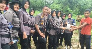 Pemusnahan ladang ganja di Kecamatan Sawang, Kabupaten Aceh Utara.(WOL Photo/chairul sya'ban)