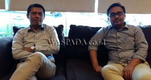 Ketua DPC Partai Bulan Bintang Kabupaten Batubara, Azhar Amri (kiri) dan Ketua Fraksi Gerindra DPRD Kabupaten Batubara, Oky Ikbal Prima (kanan) saat kunjungan kerja di Kota Medan, Selasa (9/5). WOL Photo