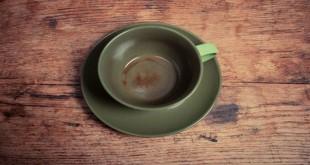 Membersihkan noda kopi dan teh di cangkir (Foto:Cleanpedia)