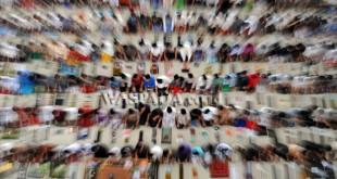 Santri mengikuti Shalat Zuhur berjamaah pada bulan Ramadhan 1438 H di Pesantren Ar-Raudhatul Hasanah, Medan, Senin (29/5). Bulan Ramadhan merupakan momentum bagi umat Islam untuk memperbanyak ibadah, baik wajib maupun sunah. (WOL Photo/Ega Ibra)