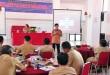 Peserta kegiatan Fasilitasi dan Advokasi Pembangunan Berwawasan Kependudukan, saat mendengarkan ceramah dari salah satu pembicara. Senin (29/5) di Hotel Marsaringar Balige. (Ist)