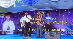 Bupati Simalungun JR Saragih membuka safari ramadhan 2017 pertama di Parbutaran, Bosar Maligas, Kabupaten Simalungun, Sumatera Utara, Senin (29/5). (WOL Photo)
