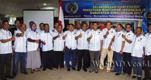 Bupati Simalungun JR Saragih membuka Konferensi PWI Simalungun 2017 di Auditorium Gajah Mada, Simalungun City Hotel, Pematang Raya, Kabupaten Simalungun, Sumatera Utara, Rabu (18/5). (WOL Photo)